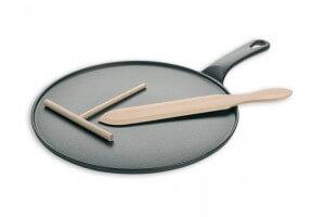 Crêpière en fonte noire 30cm + spatule et râteau en hêtre