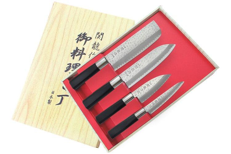 Coffret 4 couteaux japonais Nagekomi lame martelée : Nakiri + Santoku + Deba + Office