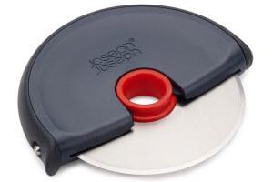 Roulette à pizza Joseph Joseph Disc gris et rouge