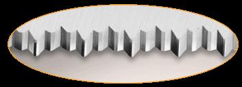 Découvrez les couteaux à pain avec une lame finement dentée avec des dents de différentes tailles.