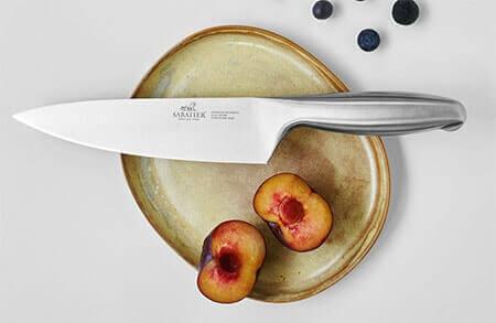 Un couteau beau et efficace dans votre cuisine