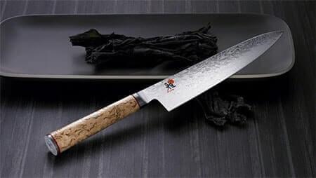 Un beau couteau de cuisine, pour des découpes agréables