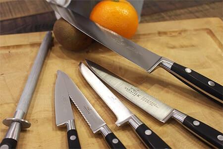 Assortiment de couteaux Sabatier Idéal Inox