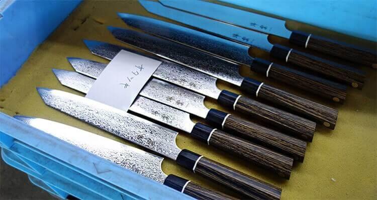 Voici les couteaux Zuiun en sortie de production